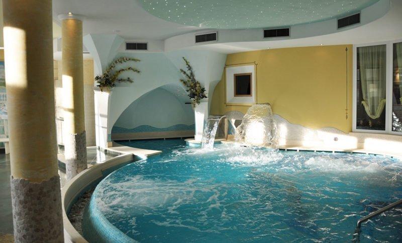 Vasca idromassaggio nel centro wellness Hotel select