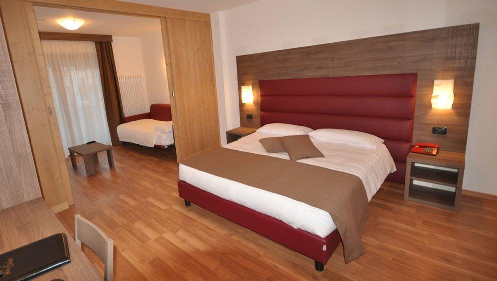 Camera matrimoniale Hotel Select e letto aggiunto